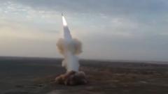 伊朗:地下弹道导弹发射亮相军演