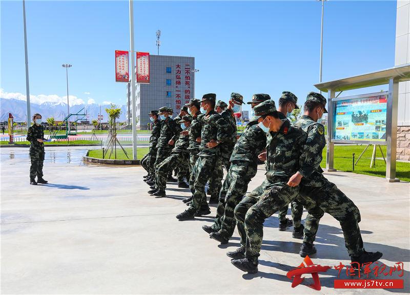 图4:官兵开展心理行为训练活动