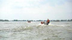 洪水退去 子弟兵帮助群众恢复生产生活