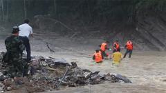 强降雨引发山体滑坡 武警官兵紧急救援