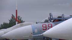 俄战机在鄂霍茨克海上空拦截美军轰炸机