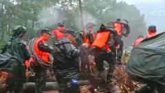陕西商洛:强降雨引发洪水 武警官兵紧急救援