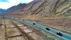 勇往直前!武警新疆总队某特战支队开展特种驾驶训练