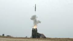 【第一军视】导弹齐发火炮怒吼 直击陆空联合防空演练