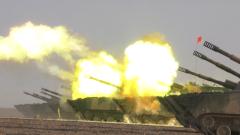 【第一军视】视觉震撼!大漠戈壁 多型火炮连发怒射