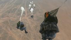 運-9機群實施編隊空降和重裝連投訓練 錘煉聯合作戰能力