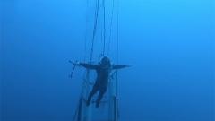 直击海军大深度潜水训练 水下画面大曝光