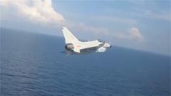 """海军航空兵某旅新飞行员完成海上超低空""""单飞"""""""