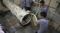 记者直击潜艇兵鱼雷发射管脱险救生训练