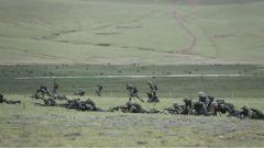 【直击演训场】海拔4500米 西藏军区某合成旅跨昼夜协同打击演练