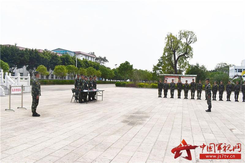 5.组织队列会操(牛建春摄)