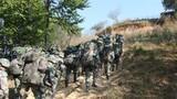 近日,陸軍第75集團軍某合成旅在滇西高原某陌生山岳叢林地域展開了一場紅藍對抗演練,通過真打實抗,錘煉合成營戰場感知、協同作戰、火力精確打擊等綜合作戰能力。