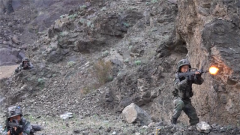 新疆军区某团开展班组实兵对抗演练
