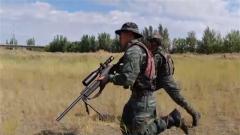 武警新疆总队克拉玛依支队上演公交车反劫持演练