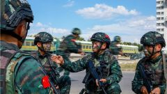 決勝分秒間!武警天津總隊特戰隊員開展火車反劫持演練