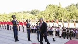 """9月8日上午,""""人民英雄""""國家榮譽稱號獲得者張定宇抵達人民大會堂。 9月8日上午,全國抗擊新冠肺炎疫情表彰大會在北京人民大會堂隆重舉行。 新華社記者 殷博古 攝"""