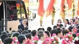 """9月8日上午,""""人民英雄""""國家榮譽稱號獲得者張伯禮抵達人民大會堂。 9月8日上午,全國抗擊新冠肺炎疫情表彰大會在北京人民大會堂隆重舉行。 新華社記者 李響 攝"""
