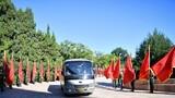 9月8日上午,國家勛章和國家榮譽稱號獲得者抵達人民大會堂。 9月8日上午,全國抗擊新冠肺炎疫情表彰大會在北京人民大會堂隆重舉行。 新華社記者 李響 攝