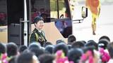 """9月8日上午,""""人民英雄""""國家榮譽稱號獲得者陳薇抵達人民大會堂。 9月8日上午,全國抗擊新冠肺炎疫情表彰大會在北京人民大會堂隆重舉行。 新華社記者 李響 攝"""
