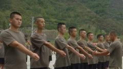 重庆黔江:首批新兵奔赴军营 开启军旅新征程