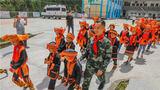 9月10日是第36个教师节,武警广西总队来宾支队官兵来到援建的驻地共和希望小学进行走访慰问,向老师们表达节日的问候,为同学们送去暖心的关怀。