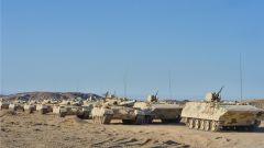陆军第76集团军某合成旅开展实弹战术演练