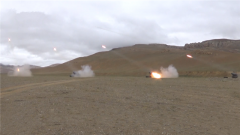 海拔4600米 西藏軍區某合成旅開展跨晝夜實兵實彈演練