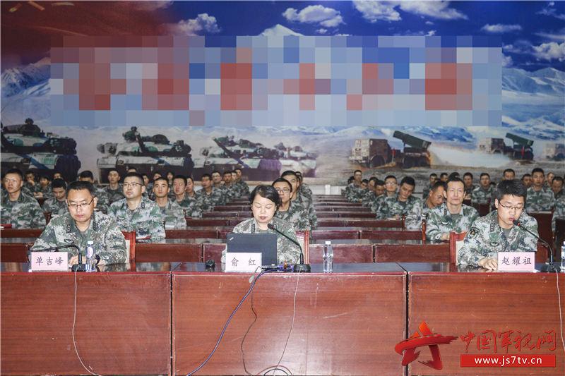 9月11日陸軍理論服務走基層專家組到76集團軍某合成旅進行理論宣講 (2)(朱斌攝)