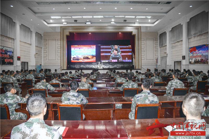 9月11日陸軍理論服務走基層專家組到76集團軍某合成旅進行理論宣講 (4)(朱斌攝)