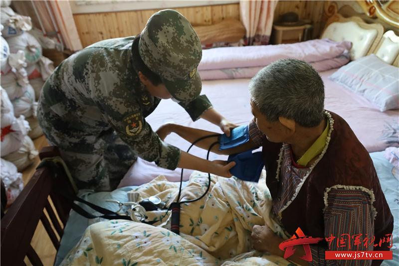 為臥床老人測量血壓