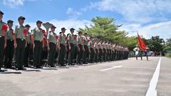 驻香港部队退伍老兵告别香江