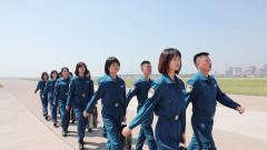 陸軍航空兵學院首批女飛行學員完成單飛訓練