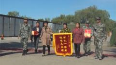 軍醫演練途中救治車禍遇險人員獲贈錦旗