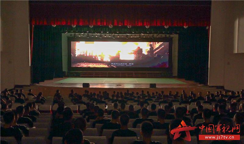 ▲图片:组织观看《八佰》红色电影  马国良摄