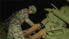 西藏軍區:夜間綜合火力打擊演練 強化體系對抗能力