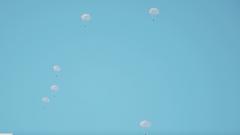 【直擊演訓場】特戰隊員武裝吊掛跳傘訓練效果明顯
