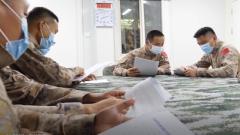 中國第八批赴馬里維和醫療分隊深入學習《中國軍隊參加聯合國維和行動30年》白皮書