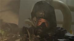 穿着防护服熟练操作精密仪器 这样的密闭生存训练真硬核