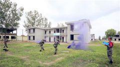 陆军第73集团军某合成旅:红蓝对抗 检验合成部队城镇攻防能力