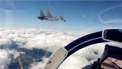 海军航空大学飞行学员成功处置歼-15战机空中特情