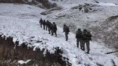 【祖國 我在戰位守護您】踏雪巡邏 邊防戰士國境線上祝福祖國