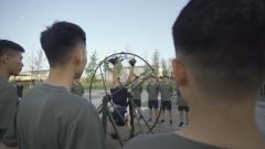 360度快速旋轉 軍迷親身體驗飛行員抗眩暈訓練