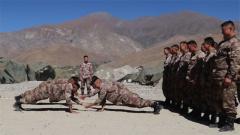 西藏軍區某工化旅:多種活動緩解官兵壓力 提升高原訓練效果