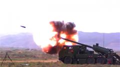 【直击演训场·走近新型车载加榴炮】自动化程度高 具备多弹种打击能力