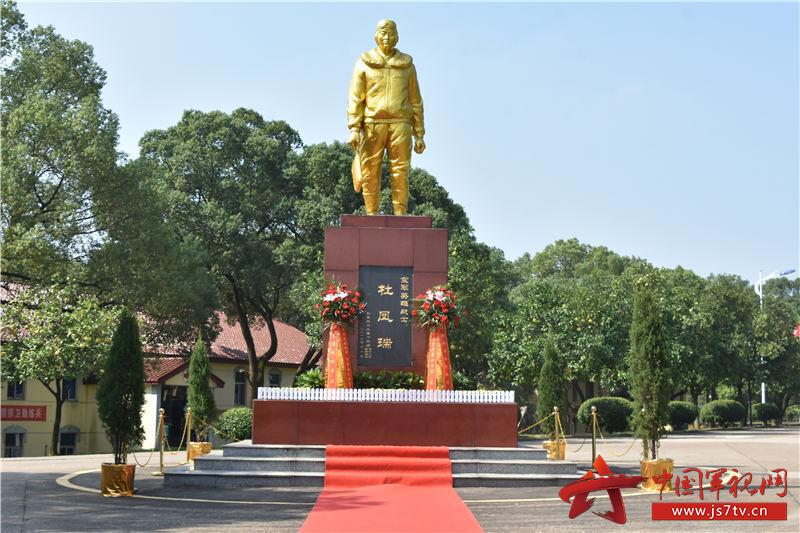 杜鳳瑞銅像