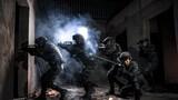 """連日來,武警新疆總隊機動六支隊組織開展實戰化背景下實兵、實裝對抗演練。該支隊始終堅持極限練兵、反常規訓練,充分利用駐地復雜地形,構設貼近實戰化訓練環境,按照新編制體制和新的作戰模式,隨機導調、紅藍對抗,模擬推演近年來成功處置的重大暴恐事件,不斷提升新編制下部隊協同作戰能力,還探索""""第三方""""評估方法路徑,客觀評價部隊極限訓練能力水平,不斷提升實戰化訓練質效。 圖為夜間對模擬街區進行搜索"""