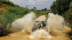 陆军第75集团军某旅:直击巷战演练  看轮式坦克精彩表现