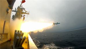 沧海砺剑狂飙起 直击定州舰海上实战化训练