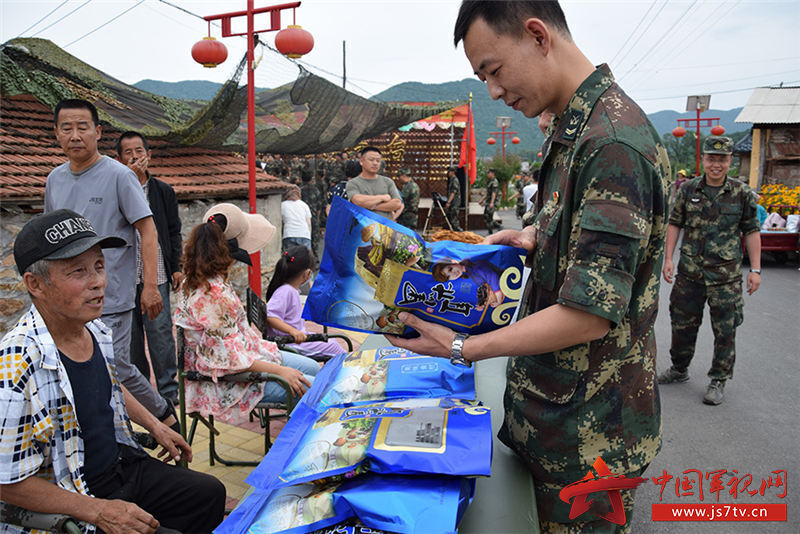 官兵購買駐地貧困村農副產品