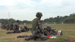 多課目考核 新兵打響軍旅生涯第一槍
